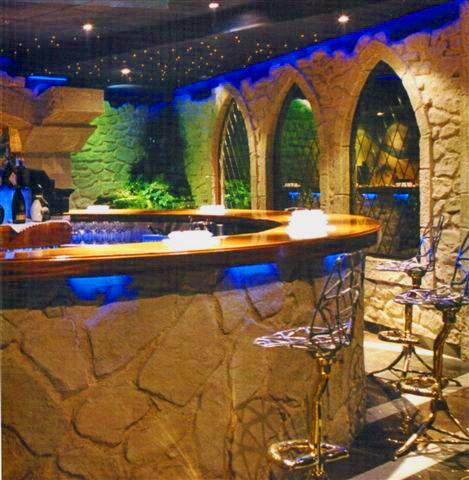 Pannelli finta pietra: realizzazione bancone e ambiente bar con ...