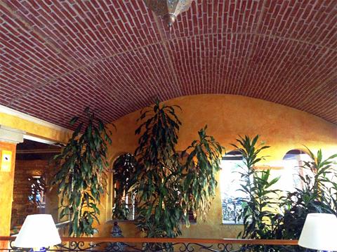 Pannelli finta pietra: realizzazione allestimenti lobby ...