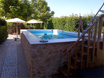 Pannelli finta pietra: rivestimento piscina fuori terra - SpazioArreda